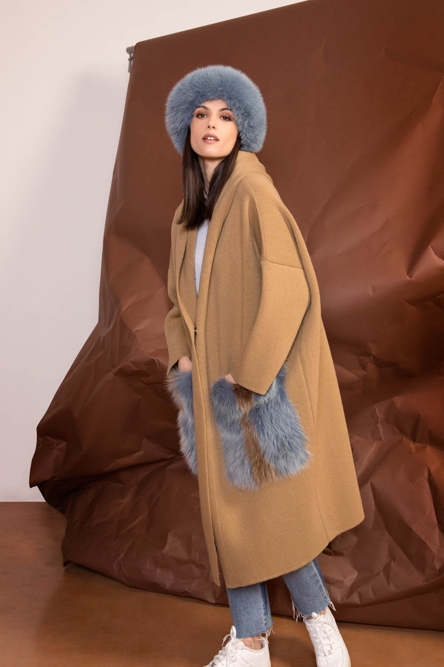 76 P1922 04 01 giovi pelliccia fur brown blue - Fall Winter 2019-20